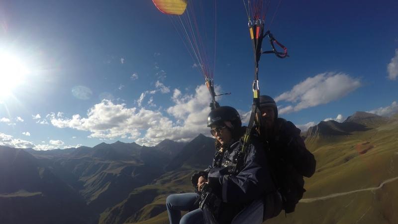 Полёт с Анатолием Гудаури над парапланерным кемпингом SkyAtlantida