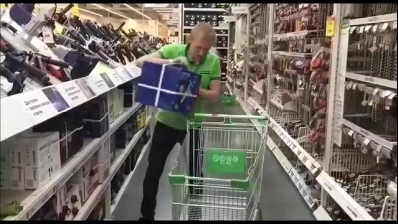 А вы знаете, какую тележку выбрать При покупке различных товаров 🛒 . Денис вам с радостью все расскажет и покажет 😊 . А вы зна