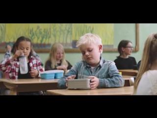 Доброта (Социальный ролик, как дети делятся едой с голодным одноклассником!)