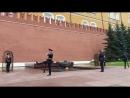 Смена почетного караула на Могиле Неизвестного Солдата в Александровском саду