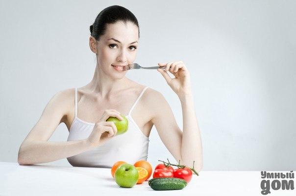 Как улучшить работу кишечника Если после еды ваш живот раздувает, как воздушный шар, или он пытается с вами неразборчиво разговаривать, значит, пора пересмотреть свои пищевые привычки. По статистике, около 40% мужчин и женщин страдают от различных проблем с пищеварением. Про хронический гастрит — бич современного человека — знают даже дети. Другие неприятности — вздутие живота, тяжесть в желудке и запоры — знакомы едва ли не любому взрослому. И если лечение гастрита лучше все-таки доверить…