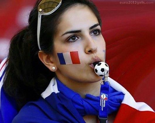 Девушки футбольные болельщицы на Чемпионате Европы 2012, Франция