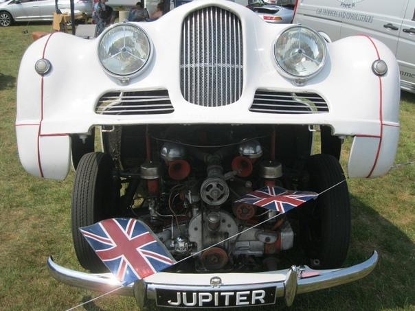 Jowett Jupiter британский родстер. Двухместный спортивный автомобиль Jowett Jupiter был создан в конце 40-х гг. британской автомобильной фирмой Jowett Cars Ltd. из Айдла, пригорода Брадфорда, в