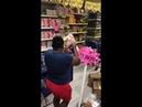 A mulher que tinha 1 minuto pra comprar qualquer coisa de graça, mas travou na hora