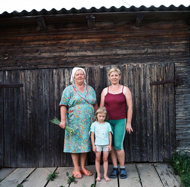 Антонина, Татьяна и Настя. деревня Плосково. Кич-Городецкий район. Вологодская обл. 2010