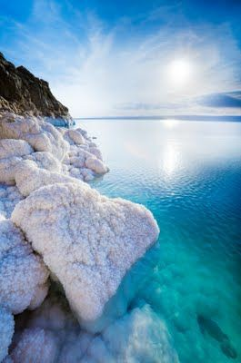 Состав соли Мёртвого моря существенно отличается от состава соли других морей.