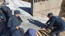 По поручению врио Главы ДНР сотрудниками МЧС ДНР выполняются работы по перекрытию кровли в Горловке