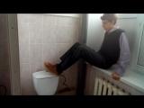 как правильно смывать в школьном туалете