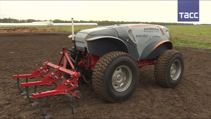 Беспилотный трактор испытали в Рязанской области