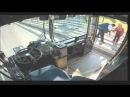 Водитель автобуса спас девушку от суицида (с) ВИДЕОЖЕСТЬ
