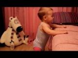 8-месячная девочка танцует Gangnam Style