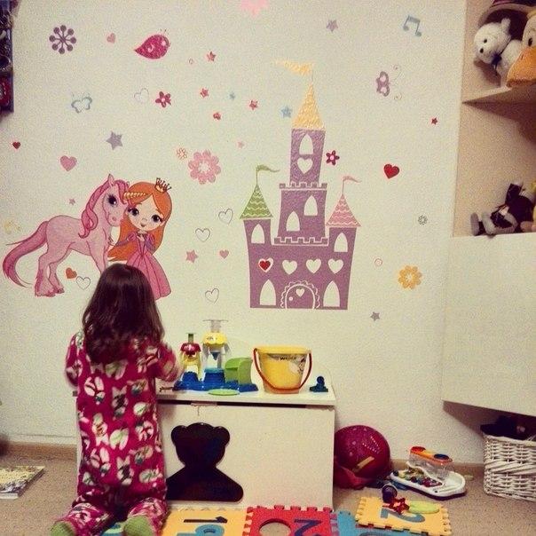 наклейка в комнату девочки на стену принцесса фото