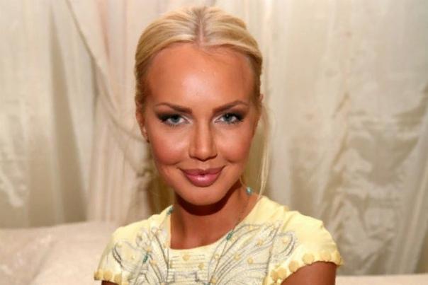Маша Малиновская Марина Садкова, более известная под псевдонимом Маша Малиновская, российская телеведущая, актриса и певица. Популярность девушка приобрела благодаря телевизионному каналу МузТВ,