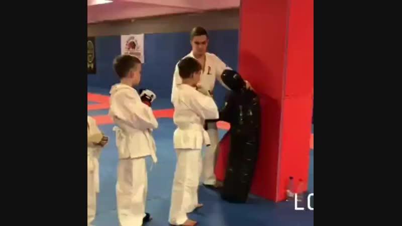 Тренировка юных спортсменов по единоборствам