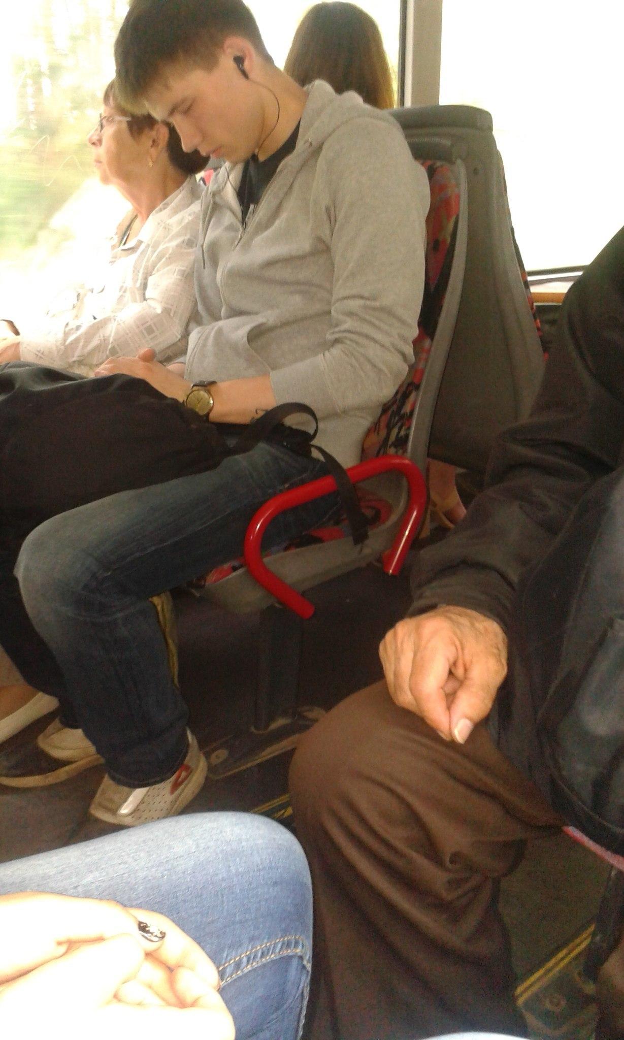 Фото девушка с парнем с короткой стрижкой брюнетка 3 фотография