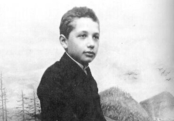 звали Альберт Эйнштейн.