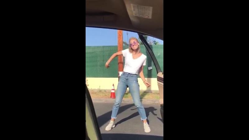 В последнее время стало популярным у машины танцевать, смотрим чем это может обернуться