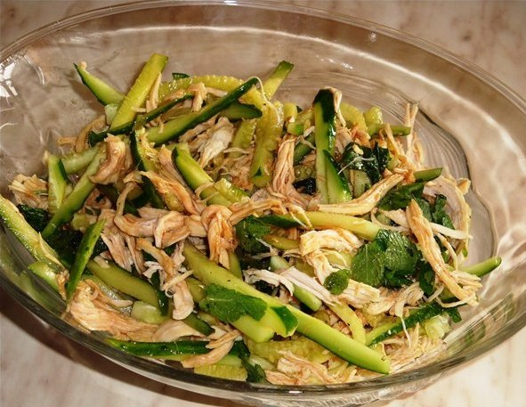 Салат огурцом курицей фото рецепт