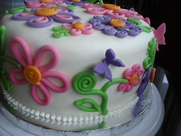 Легкое украшения торта мастикой