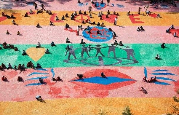 Физически неполноценные люди участвуют в крупнейшем мероприятии по рисованию пал...