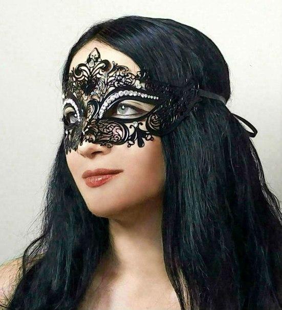 Давно хотела маску такого типа, но не из ткани. Признаюсь, долго не решалась купить, потому что боялась, что не подойдет под форму лица.