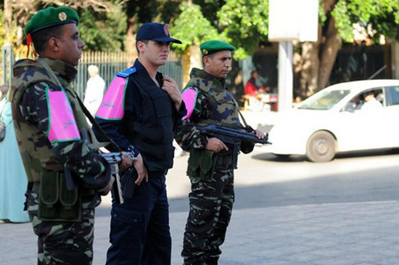 Photos de nos soldats et des Bases Marocaines - Page 2 LZc95hNDzZ0
