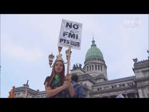 ARGENTINA: população protesta contra acordo do governo com Fundo Monetário Internacional (FMI).