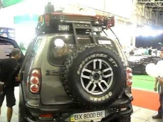Анти ТестДрайв Сhevrolet Niva (Нива Шевроле) внедорожный тюнинг на больших колесах