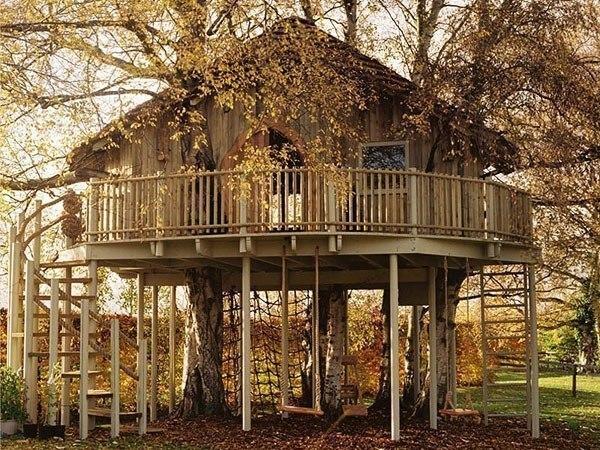 Отличный домик для дачной детской площадки
