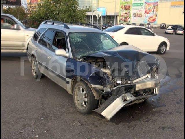 Автолюбительница испугалась встречных машин и устроила ДТП в Хабаровске. MestoproTV