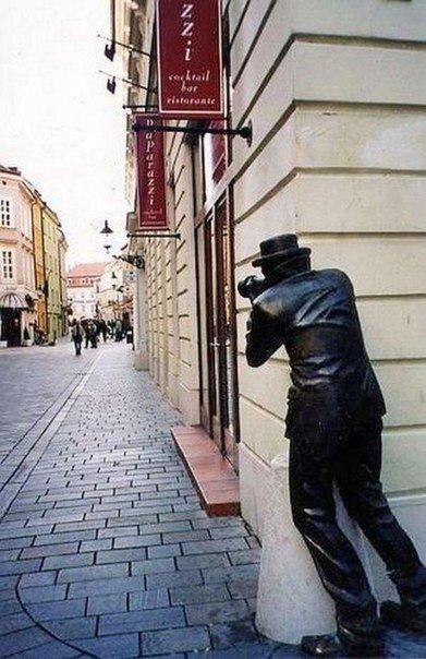 Памятник папарацци, Братислава, Словакия