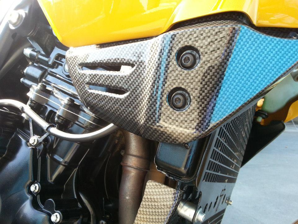 ФОТО: Мотоцикл под серый карбон...