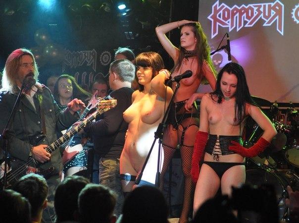 голые девушки на концертах