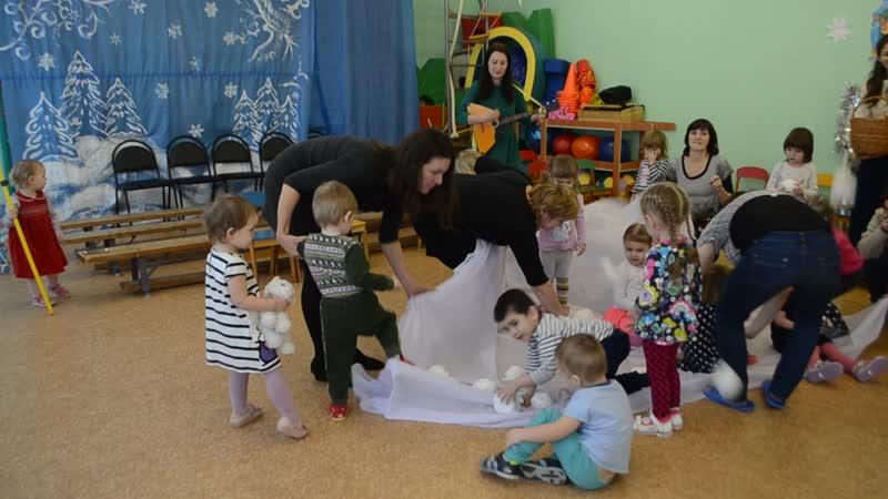 Игра в снежки и Дед Мороз (детский сад п.Гостилицы)