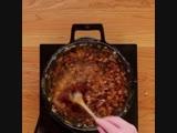 Аппетитный бургер с рёбрышками, приготовленными на гриле - vk.com/tricks_lf