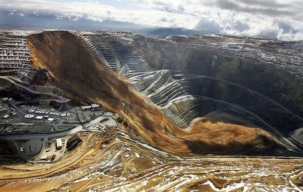 Оползень засыпал самый большой в мире карьер. В результате оползня миллионы тонн породы обрушились на дно карьера Бингем, США