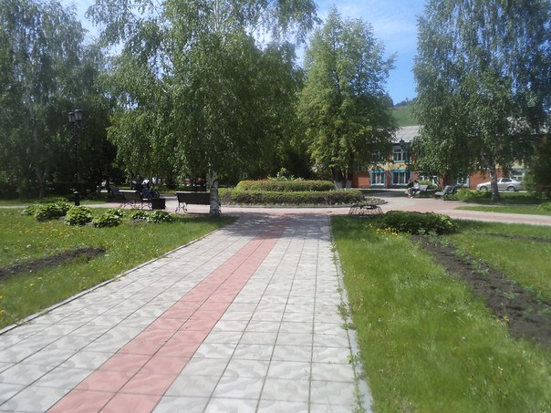 скверик около Чорос- Гуркина в Горно- Алтайске