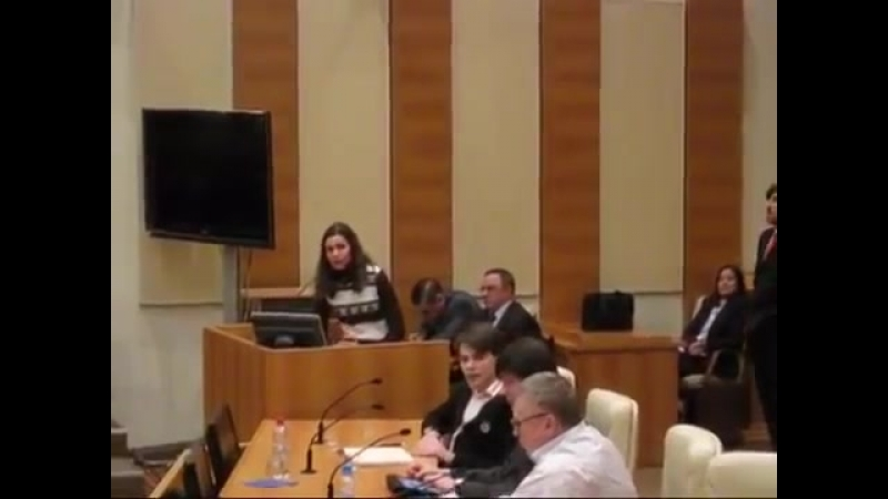 Девушка спорит с Жириновским об отсутствии демократии в России