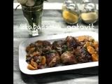 Курица с морковью, красным луком и грецкими орехами