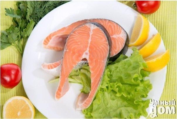 Как солить красную рыбу в домашних условиях Красная рыба заслуженно считается невероятно вкусным и полезным деликатесом. Форель, семга, горбуша - из них готовят многочисленные блюда, используют в приготовлении роллов и суши, а также солят. Сделать это не сложно, а результат обычно получается куда лучше, чем если бы вы купили аналогичный продукт в магазине. Существует немало рецептов домашнего посола рыбы. Важно, чтобы она не потеряла своих вкусовых качеств и полезных свойств. Сегодня мы…