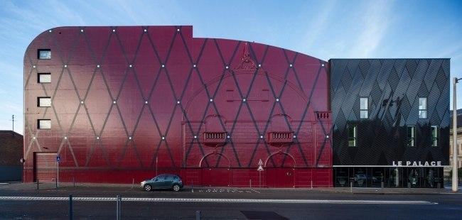 Национальный театральный центр «Комеди де Бетюн» На севере Франции бюро Manuelle Gautrand Architecture обновило и дополнило свой проект театра через 15 лет после его реализации.