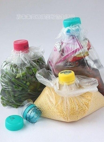 Пробка от пластиковой бутылки, как зажим для пакета - ни запаха, никаких крошек.