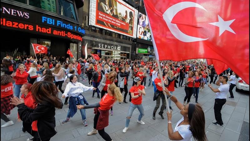AMERİKAnın Göbeğinde Yüzlerce Kişi TÜRK BAYRAĞIYLA Dans Etti!