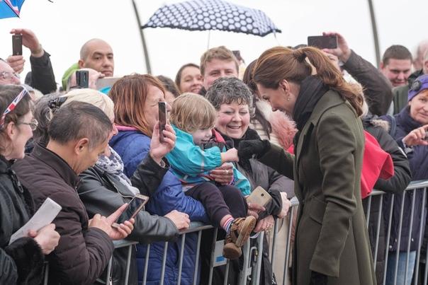 Принц Гарри и Меган Маркл посетили мероприятие по психическому здоровью WE Day на стадионе «Уэмбли» в Лондоне.