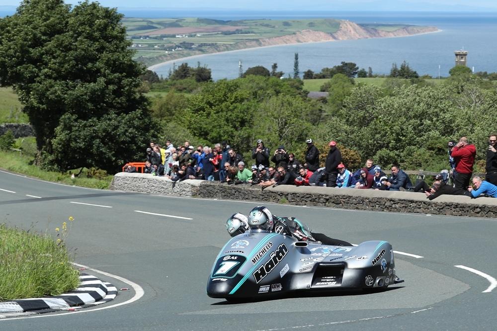 TT 2019: братья Бёрчелл выиграли вторую гонку Sidecar TT 2019