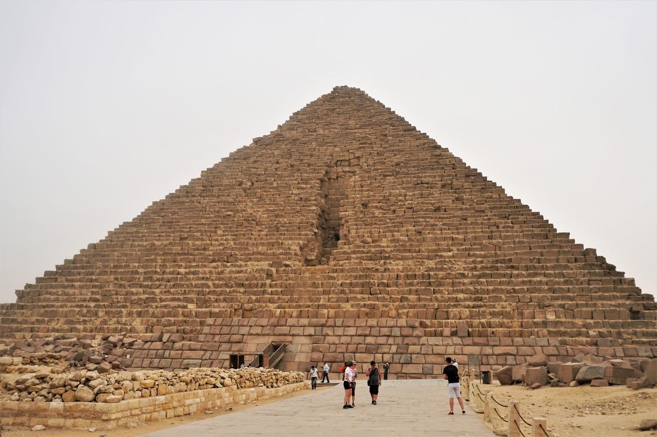 Что внутри великих пирамид в Гизе