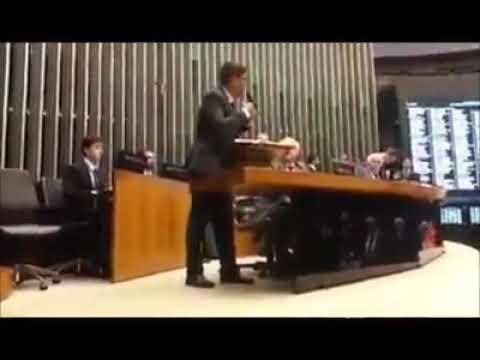 Cabo Daciolo Impede Que A Bíblia Seja Removida Do Congresso E É Aplaudido Até Pela Família Bolsonaro