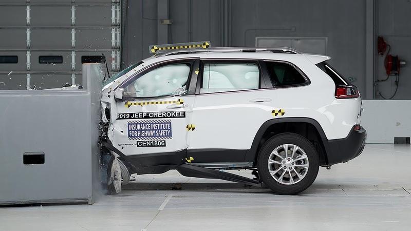 2019 Jeep Cherokee driver side small overlap IIHS crash test