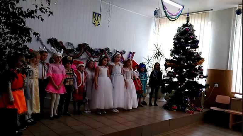 Виступ моїх діточок на святі Нового року!🎤 Пісня Зимонька-сніжинка❄️🌲☃️