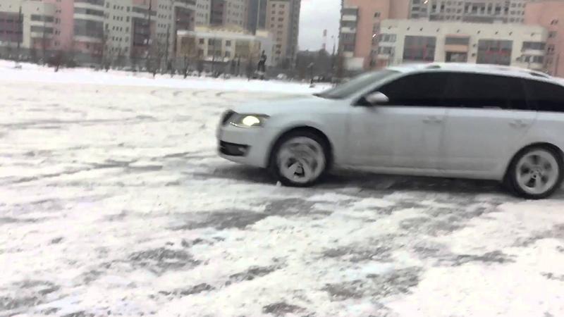 Snow drift Skoda Octavia Combi A7 4x4